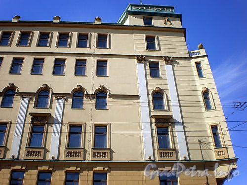 Малый пр., В.О., д. 1. Фрагмент фасада здания. Фото апрель 2009 г.