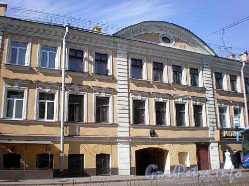 Малый пр., В.О., д. 5. Бывший доходный дом. Фрагмент фасада здания. Фото апрель 2009 г.