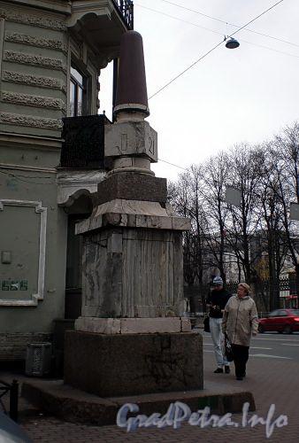 Верстовой столб у дома 47/1 по Московскому проспекту. Фото октябрь 2008 г.