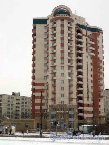 16-ти этажный кирпичный жилой дом с одноэтажной коммерческой пристройкой. Застройщик: «ХоСК-2»