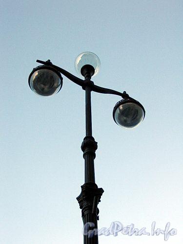 Фонарь освещения Невского проспекта. Фото октябрь 2009 г.