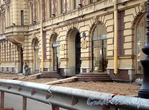 Работы по мощению тротуаров на Невском проспекте. Фото сентябрь 2008 г.