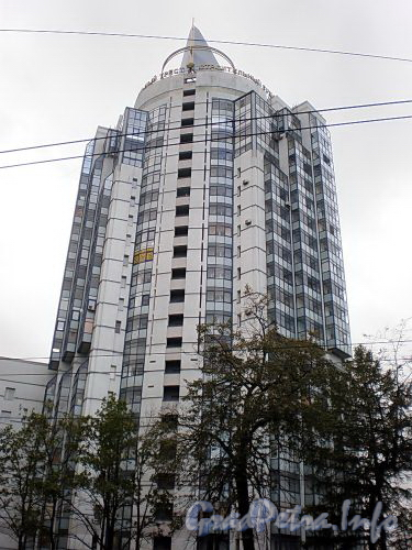 Пр. Мориса Тореза, д. 112. Общий вид жилого дома. Фото октябрь 2009 г.