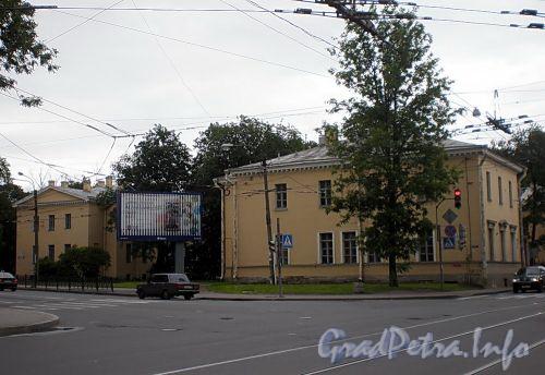 Пр. Энгельса, дд. 3 и 5. Здания бывшей богадельни Новосильцевой. Фото июль 2009 г.