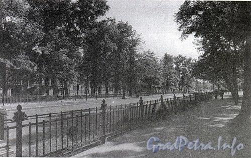 Бульвар Большого проспекта В.О. Фото 2001 г. (из книги «Историческая застройка Санкт-Петербурга»)