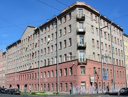 Большой пр. В.О., д. 101 / ул. Опочинина, д. 1. Бывший доходный дом. Общий вид здания. Фото сентябрь 2009 г.
