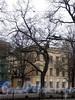 Большой пр. В.О., д. 1 (правый корпус) / 1-я линия В.О., д. 20 (левая часть). Жилой корпус церкви св. Екатерины. Вид с Большого проспекта. Фото май 2010 г.