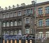 Средний пр., д. 33. Фрагмент фасада здания. Фото февраль 2011 г.