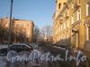 Проход вдоль правого крыла дома 158 в сторону пр. Стачек. Впереди слева дом 160. Фото январь 2012 г.