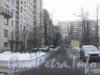 Проезд вдоль дома 143, корп. 1 по пр. Ветеранов. Вид от 2-Комсомольской ул. в сторону ул. Лётчика Пилютова. Впереди виден дом 36 по ул. Лётчика Пилютова. Фото январь 2012 г.