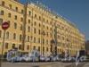 Фасад гостиницы «Октябрьская» со стороны пл. Восстания. Фото февраль 2012 г.