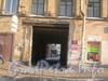 Лиговский пр., дом. 56. Вид с Лиговского пр. на проезд во двор. Фото февраль 2012 г.