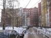 Угол дома со стороны двора и прохода к дому 60 по ул. Маршала Захарова. Фото февраль 2012 г.