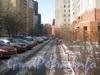 Ленинский пр., дом 95. Проезд между корпусом 1 (справа) и корпусом 2 (слева). Фото февраль 2012 г.