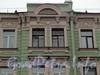 Средний пр., дом 27 Фрагмент фасада здания. Фото март 2012 г.