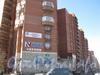Угловой дом по адресам Ленинский пр., дом 81 корпус 1 / Брестский бульвар, дом 7. Фасад по Ленинскому проспекту. Фото март 2012 г.
