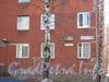 Ленинский пр., дом 95, корп. 2. Старая и новая таблички и окна первых 2 этажей. Фото март 2012 г.