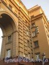 Московский пр., дом 157. Арка дома 157 и часть 159 дома. Фото апрель 2012 г. со стороны двора домов 157 и 159.