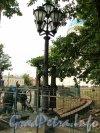 Измайловский проспект, дом 7А. Новый торшер светильника вокруг Собора Святойживоначальной Троицы лейб-гвардии Измайловского Полка. Фото 13 августа 2012 года.