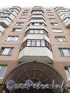 Пр. Авиаконструкторов, дом 32. Фрагмент фасада жилого дома с эркерами. Вид со двора. Фото 2 сентября 2012 года.