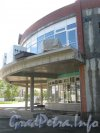Ленинский пр., дом 99. Строящийся дом и строительство помещений под аренду на углу дома. Фото 8 сентября 2012 г. с Ленинского пр.