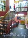 Невский пр., дом 50. Лестница в гомеопатическую аптеку. Фото сентябрь 2012 г.
