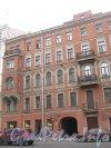 Средний пр. В.О., дом 49. Фрагмент фасада со стороны Среднего пр. В.О. Фото 2 мая 2012 г.