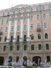 Средний пр. В.О., дом 51. Фрагмент фасада со стороны Среднего пр. В.О. Фото 2 мая 2012 г.