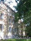 Пр. Мориса Тореза, дом 75. Фрагмент фасада. Фото 4 сентября 2012 г.