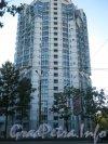 Пр. Мориса Тореза, дом 112 корпус 1. Фрагмент фасада. Вид со стороны дома 77 корпус 1. Фото 4 сентября 2012 г.