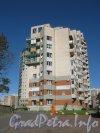 Пр. Мориса Тореза, дом 95. Общий вид здания с пр. Мориса Тореза. Фото 4 сентября 2012 г.