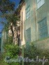 Пр. Энгельса, дом 107, литера А. Фрагмент здания. Фото 4 сентября 2012 г.