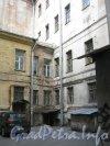 Литейный пр., дом 49. Угол двора. Фото 30 июня 2012 г.