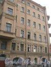 Английский пр., дом 40. Фрагмент фасада. Фото 19 октября 2012 г.