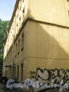 Каменноостровский пр., дом 26-28, литера В. Двор 1. Угол дома. Фото 7 июля 2012 г.
