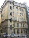 Каменноостровский пр., дом 24, литера Б. 1 двор. Фрагмент здания. Фото 7 июля 2012 г.