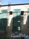 Каменноостровский пр., дом 26-28. Здание бывшей котельной в 5 дворе. Фрагмент. Фото 7 июля 2012 г.