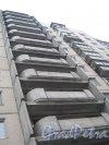 Пр. Луначарского, дом 108, корпус 1. Фрагмент здания. Вид с ул. Черкасова. Фото 30 января 2013 г.