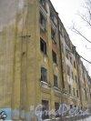 Тихорецкий пр., дом 5, корпус 1. Вид на фрагмент фасада заброшенного здания. Фото 8 февраля 2013 г.