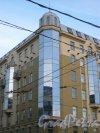 Малый проспект В.О., дом 48, корп. 2. угловая часть здания бизнес-центра «Навигатор». Фото 2 марта 2013 г.