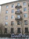 Пр. Энгельса, дом 22. Фрагмент фасада со стороны двора дома 16 корпус 2. Фото 26 февраля 2013 г.