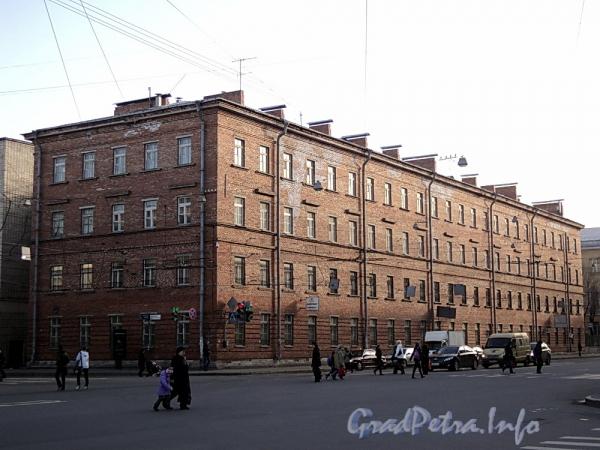 Суворовский пр., д. 63 (левый корпус) / Тульская ул., д. 1 (правая часть). Общий вид. Фото апрель 2011 г.