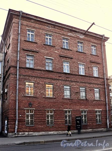 Суворовский пр., д. 63 (левый корпус) / Тульская ул., д. 1 (правая часть). Вид с Тульской улицы. Фото апрель 2011 г.