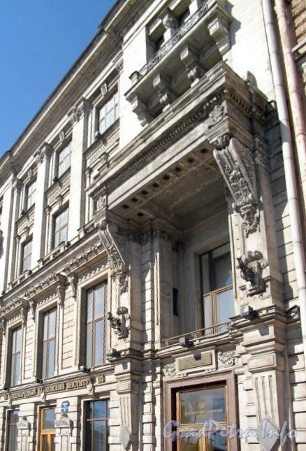 Невский пр., д. 58. Фрагмент фасада здания. Фото 2011 г.
