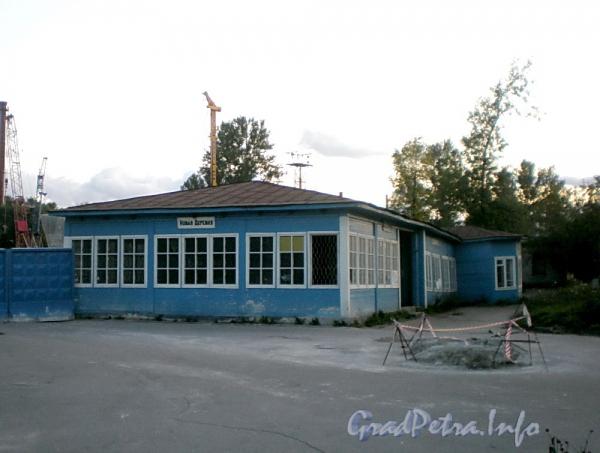 Коломяжский пр., д. 6. Здание вокзала ж/д станции «Новая деревня». Фото июль 2009 г.