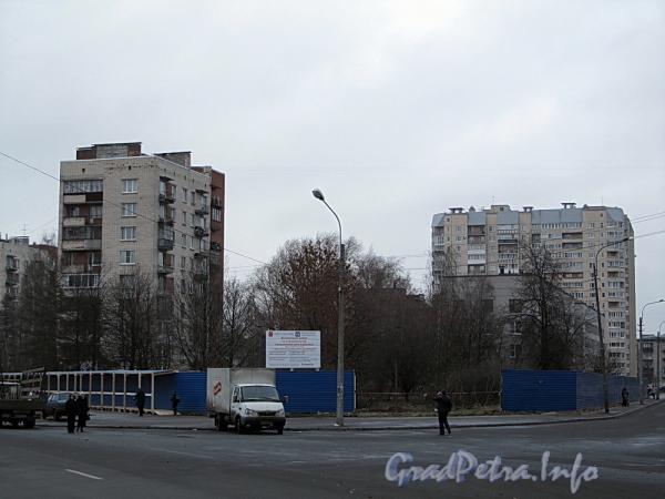 Начало строительства новой поликлиники на пересечение ул. Ленсовета и пр. Юрия Гагарина. Фото 25 ноября 2011 г.