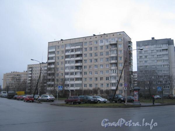 Пр. Маршала Жукова, д. 47. Вид с улицы Маршала Захарова. Фото 2011 г.