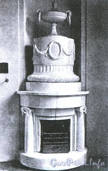 Печь в доме Армянской церкви. Фото 1910 г. (из книги «Невский проспект. Дом за домом»)