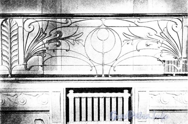 Невский пр., д. 46. Здание Московского купеческого банка. Решетка парадной лестницы. Фото 1906 г. (из книги «Невский проспект. Дом за домом»)