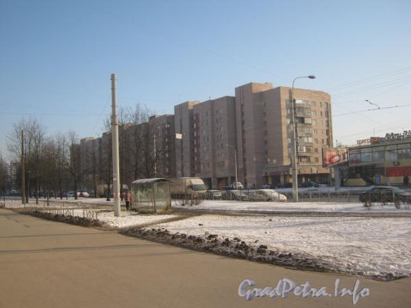 Пр. Ветеранов, дом 160. Вид от дома 36 по ул. Лётчика Пилютова. Фото январь 2012 г.